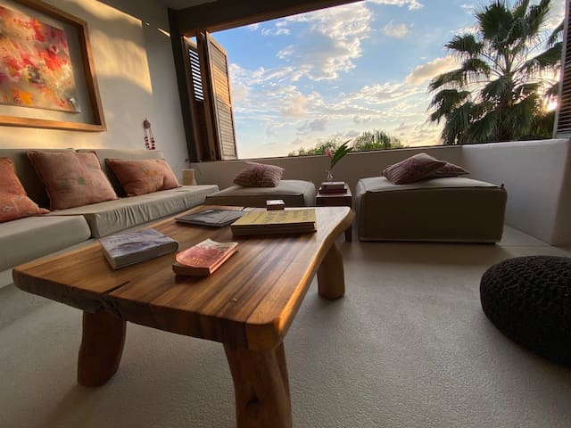 """Mi Casa"" Ocean Front beautiful apartment."
