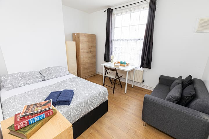 Double Room 13 - near Tower of London & Shoreditch