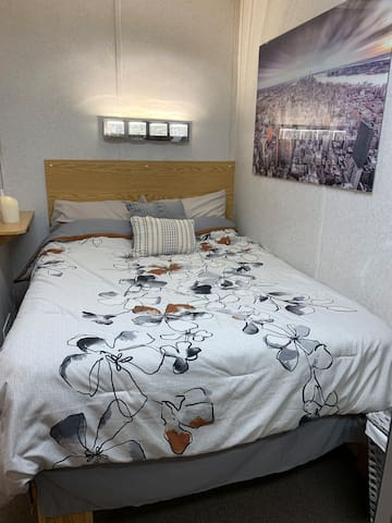 1800D Quiet 1 bedroom unit