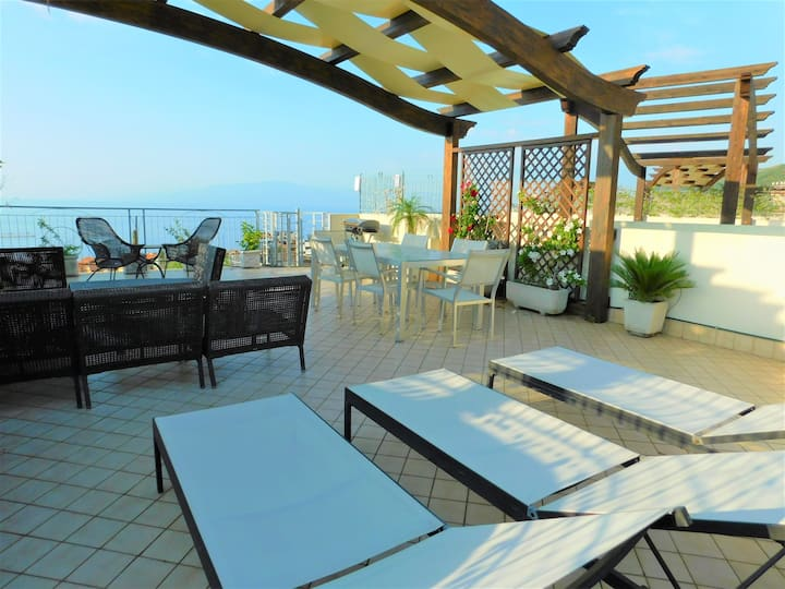 Stunning 2 Bed with ROOFTOP Terrace in Pizzo