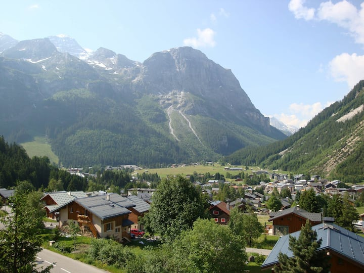 Next to the ski slopes - Beautiful views and very sunny