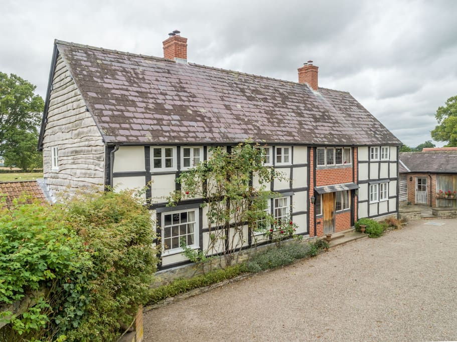 Bearwood House is a half-timbered property in an idyllic rural holiday setting with accommodation for 10 Guests