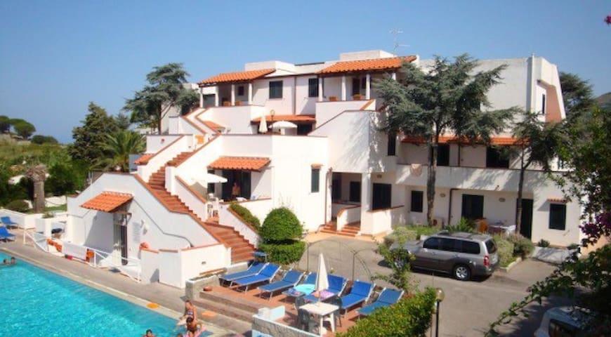 Resort piscina termale e parcheggio - Sant'Angelo - Stadswoning