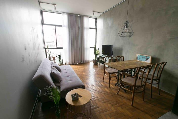 Apartamento duplex mobiliado no edifício JK