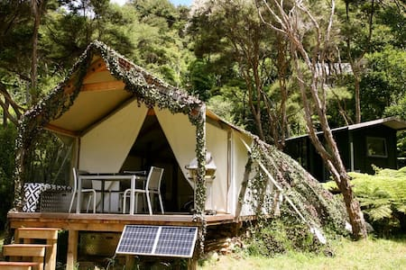 Luxury Camping in native bush at Orapiu on Waiheke - Auckland
