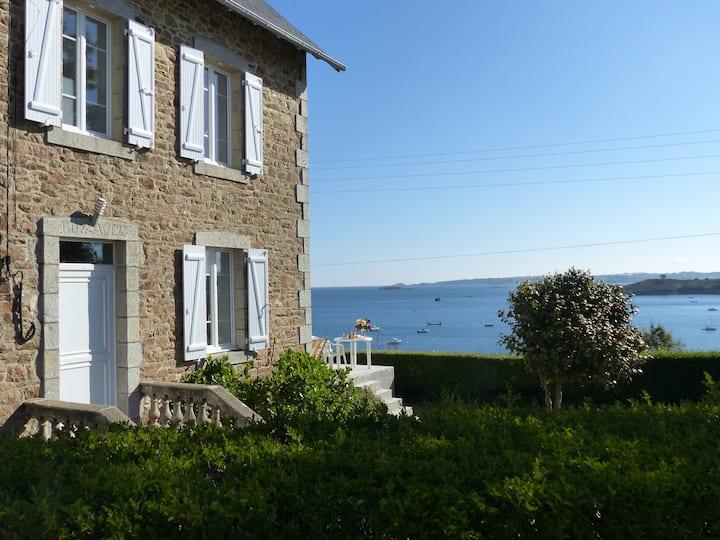 Maison familiale bretonne : vue imprenable sur mer