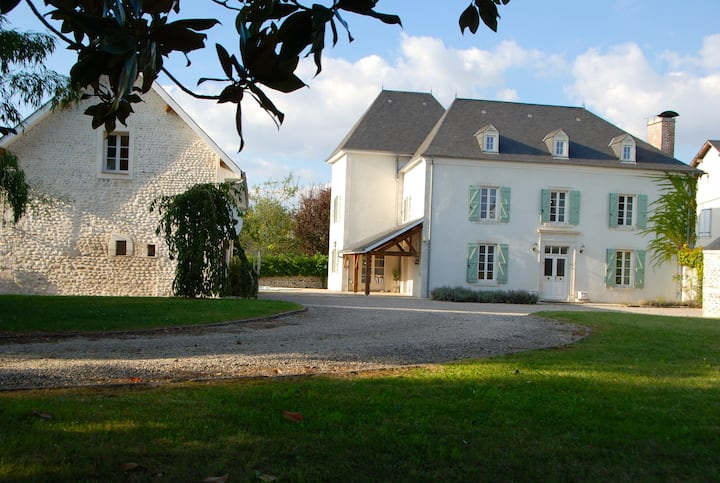 Elegant, modernised Maison de Maitre