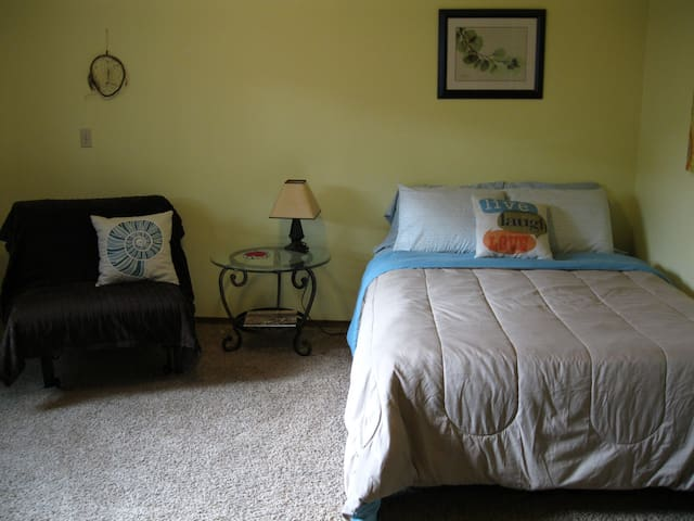 Full bed and fold out chair/bed