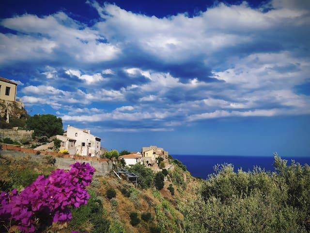 Panorama dalla casa  , cielo , mare e natura