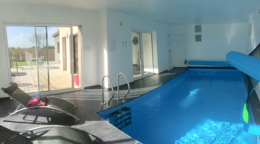 Villa 4* piscine int. privée - Plage à 100m