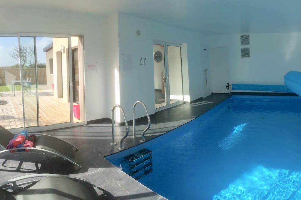 Villa 4 piscine int rieure priv e plage 100m villas for Piscine interieure privee