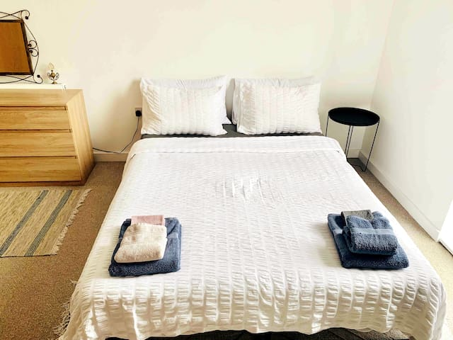 Spacious and cosy En-suite double room