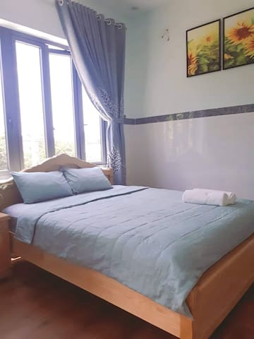 Private Cozy Room with balcony, speed wifi, center