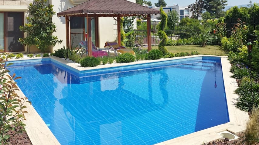 Modern house with swimming pool - Manisa - Huis