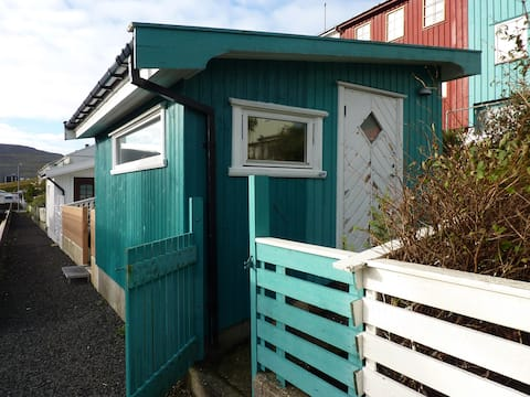 The cabin uphill Tórshavn close to mountain paths.