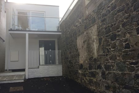 Self-isolate with support, Townhouse-balcony&views