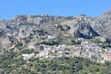 A panoramic view of the village and the mountains.