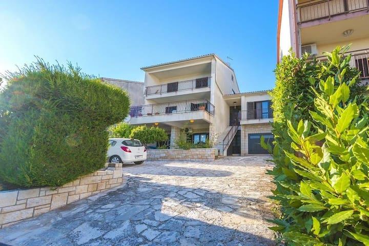 Cosy apartment near the port Marina Veruda