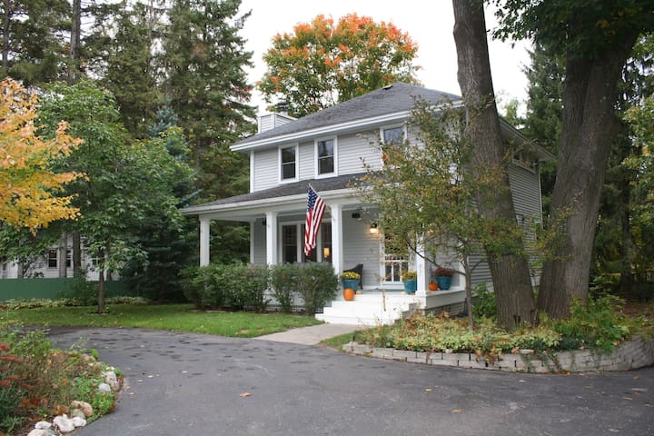 Maple Haven - Charming Home in Harbor Springs