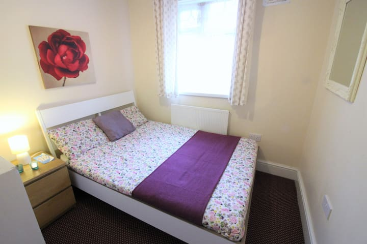 (92AST-5) Private double room near Mile End park - London - Rumah