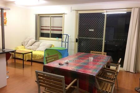 墨尔本独立一室一厅 bedroom with living room - Saint Albans - Talo