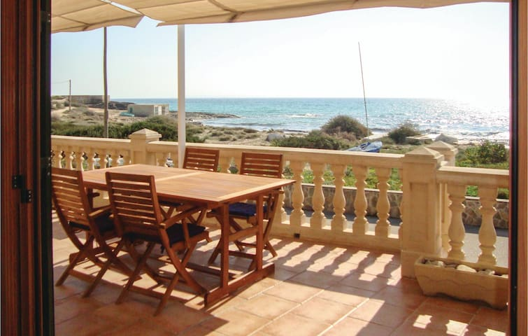 Holiday cottage with 2 bedrooms on 63m² in Ses Covetes