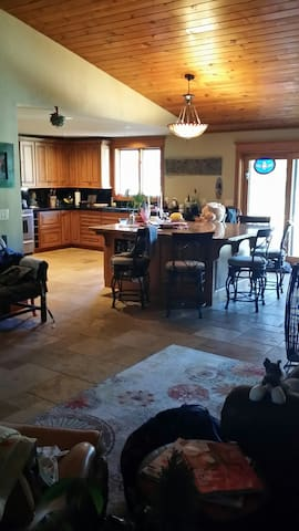 Sunriver Holiday Waterfront Home, Plus Hotub, Pets