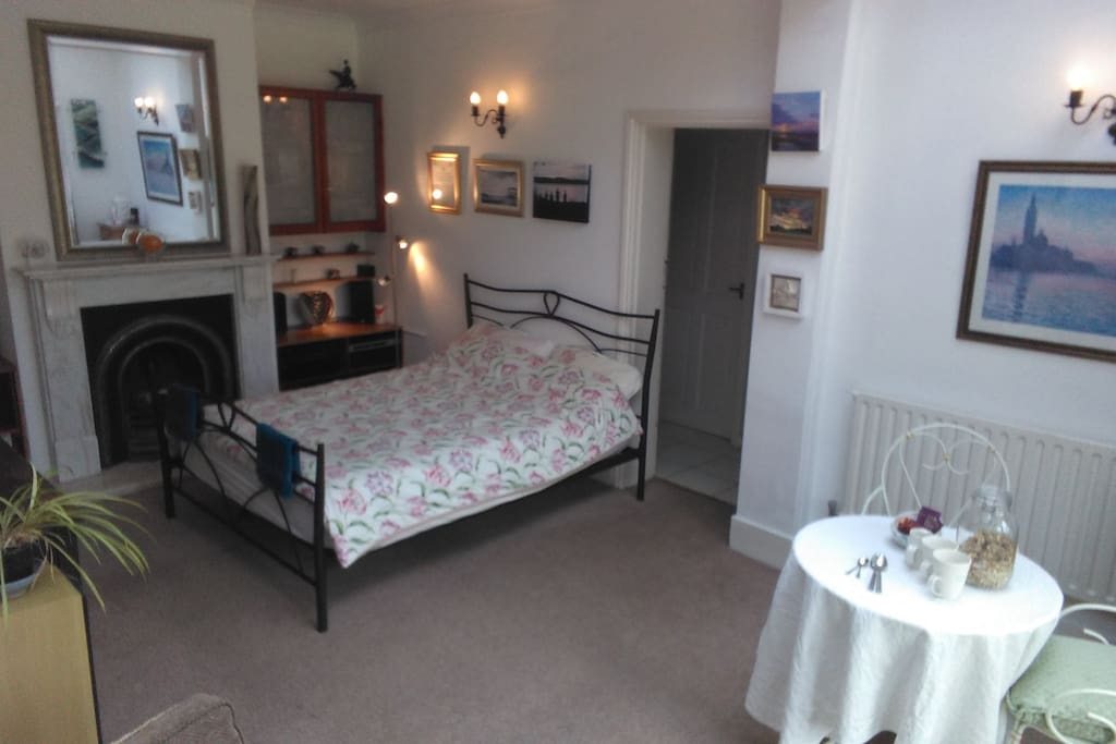 Comfy double bed, breakfast table, orange juice, soya milk, muesli and cereals provided as well as teas and coffees