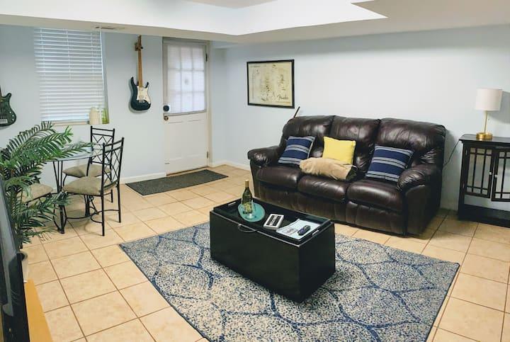 Safe & spacious basement suite w/ super fast WiFi