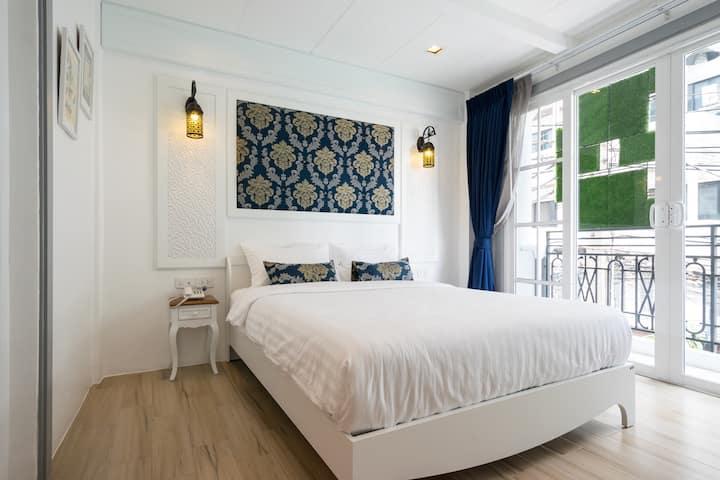 cozy one bed room with balcony near skytrain ,wifi