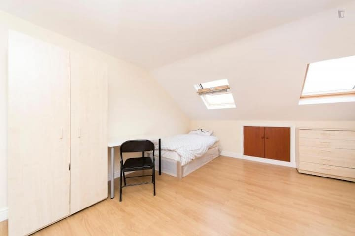 Attic room for 2 or 3 people.Close to central line
