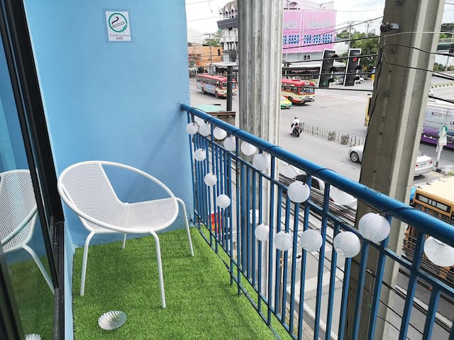 Artsy Blue 🏘️ Streetfood ♥near DMK&IMPACT exhibit