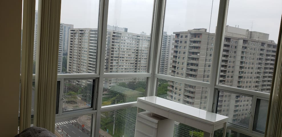 GREAT CONDO ROOM IN MISSISSAUGA!!! AMAZING VIEW!!!