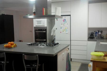 Double room with private bathroom close to metro - Almàssera - 公寓