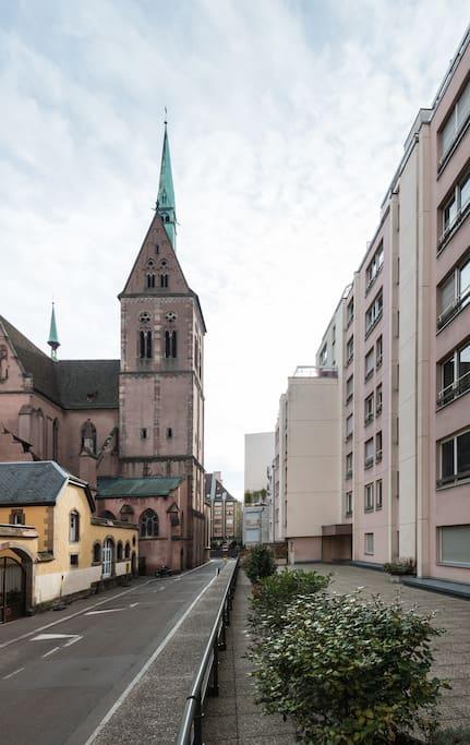 L'eglise Saint-Pierre le Jeune Protestante de Strasbourg, C'est l'une des plus remarquables de Strasbourg, au point de vue de l'histoire de l'art et de l'architecture.