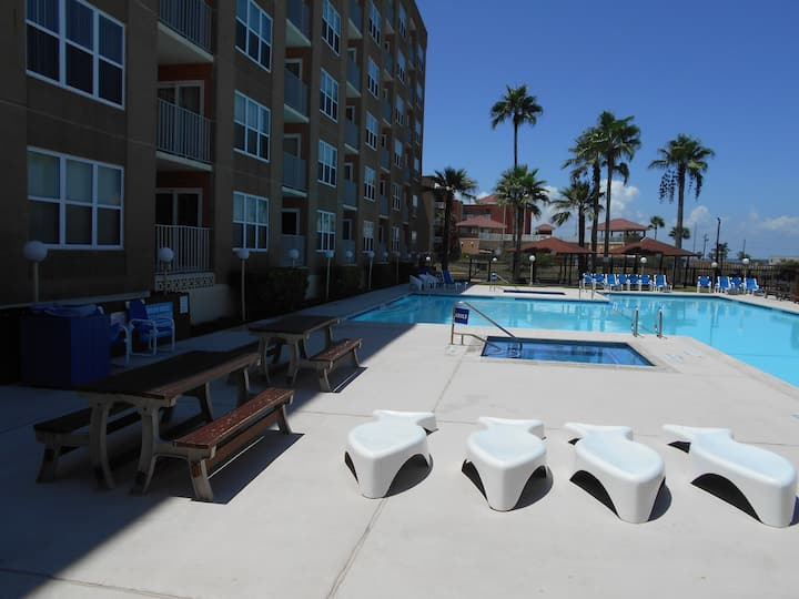 VERY NICE,1 BEDROOM CONDO,NEXT TO WATER PARK,POOL!