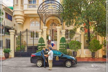 Palace Gate Hotel & Residence4