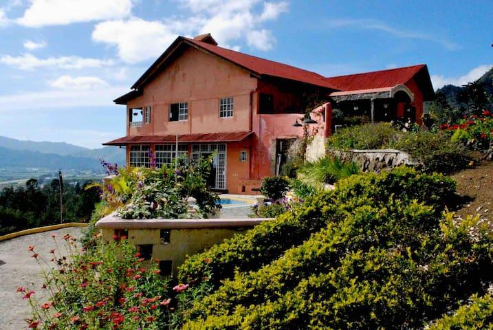 Gran Casa en Constanza/Hermosa vista al valle