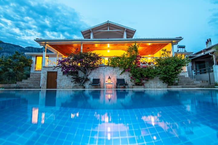 Luxury Retreat with Amazing Lake View in Koycegiz