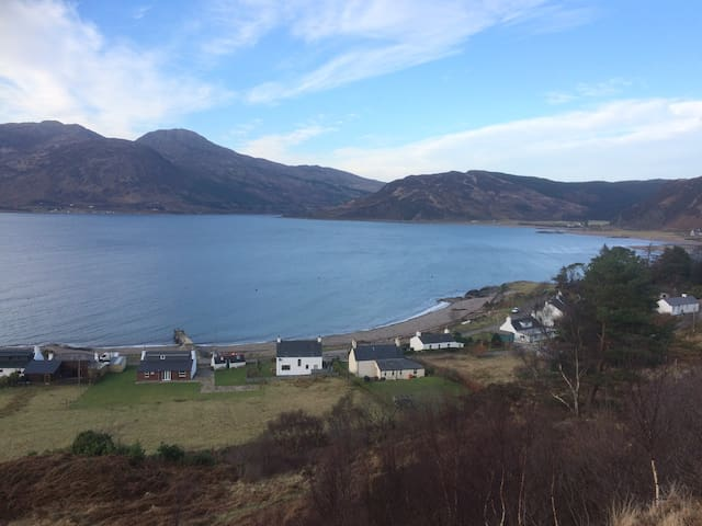 Glenelg cottage, sea views across to Isle of Skye - Glenelg