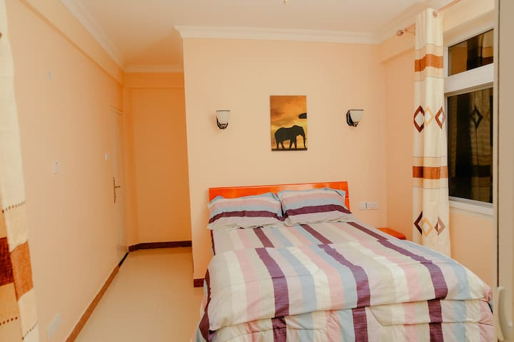 Beautiful ensuite room with welcoming host