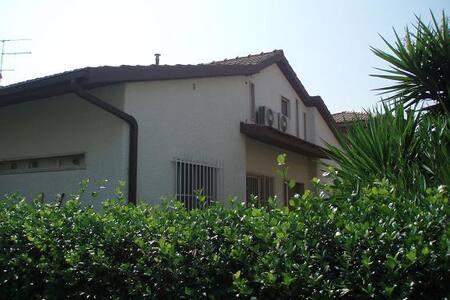 Villa bifamiliare con giardino - Capalbio Scalo - บ้าน