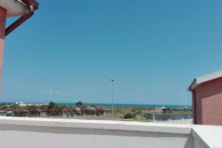 Appartamento con ampio terrazzo vista mare