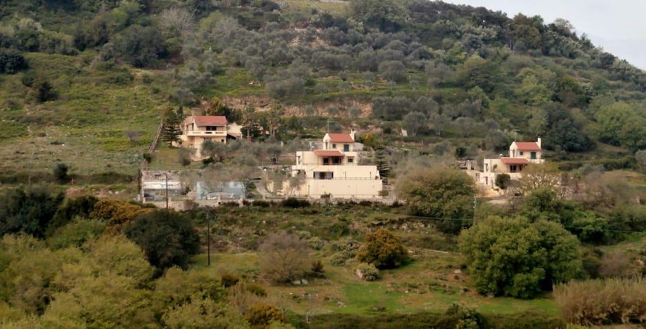 Stratos Villas, 3 Villas & 2 pools, Mountain View