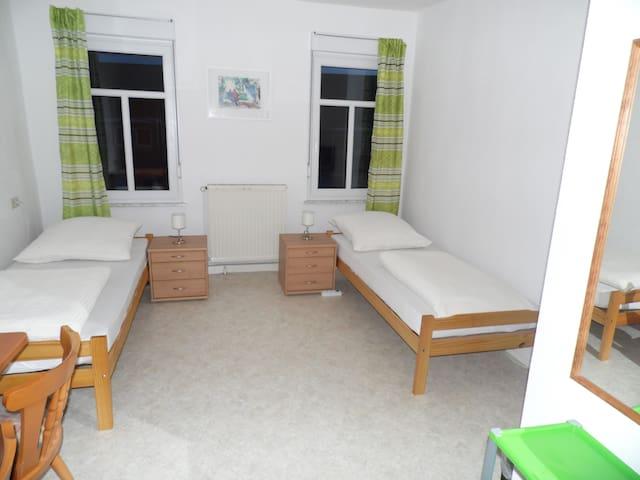 2 Bettzimmer - Büchenbeuren - Casa