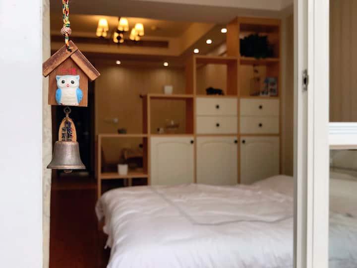 市中心三阳广场带露台温馨小屋