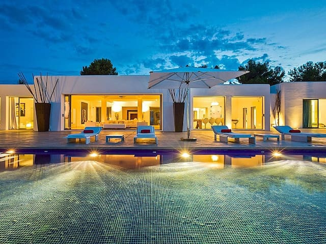 Villa in Ibiza with Infinity Pool - Es Cubells - Casa