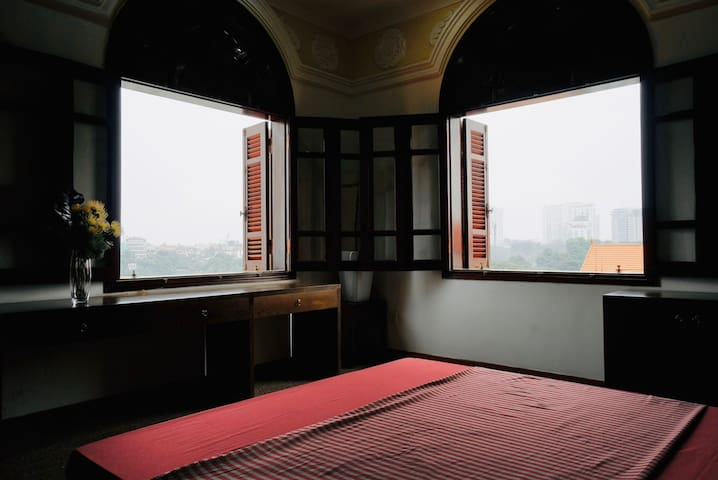 1 BR with super view!