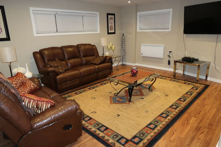 Beautiful Unit in  Tranquil Location