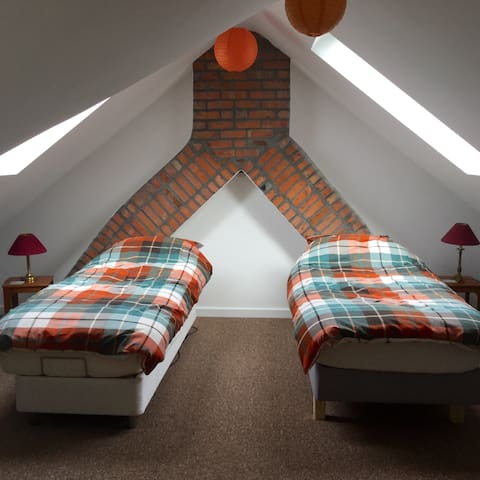 Twin room in family home - Cardiff - Bed & Breakfast